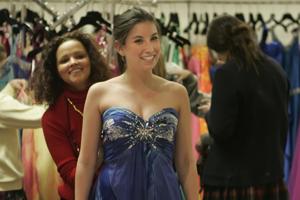Prom post: Online sites help girls avoid duplicate disasters
