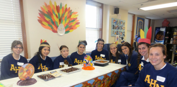 Seniors+celebrate+Thanksgiving+early+by+giving+thanks