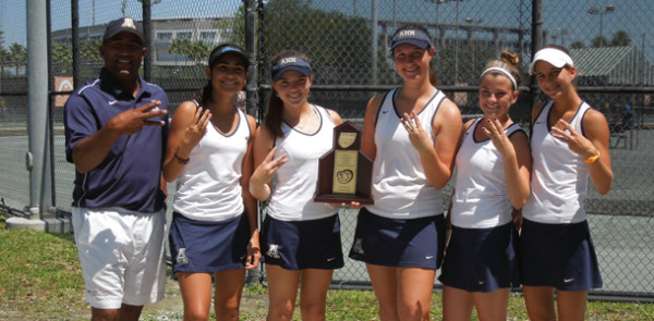 Tennis+team+wins+it+third+straight+2A-Region+5+title