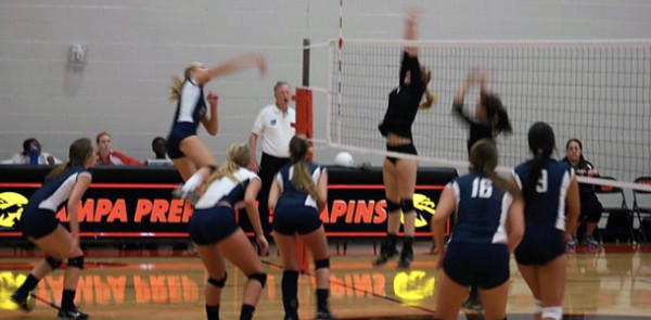 Varsity+Volleyball+sets+up+winning+season+in+first+three+matches