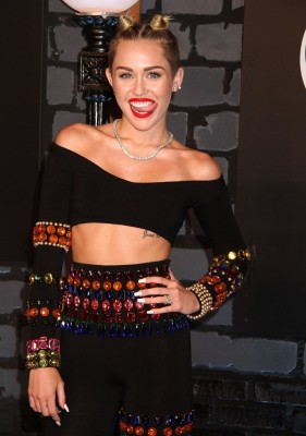 %22Just+being+Miley%3F%22+Former+Disney+pop+princess%2C+Miley+Cyrus+had+one+of+the+most+tweeted+about+moments+of+the+night.