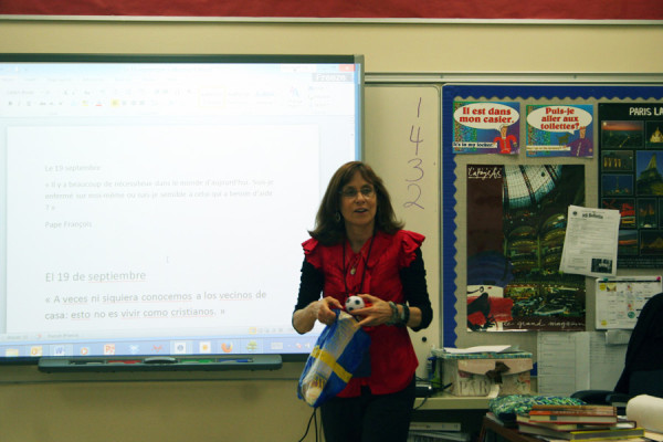 Ms. Darlene Lanfranconi starts off her Set 3 French class with a quick exercise.