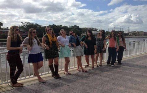 The AP Art History girls take a minute to enjoy the beautiful downtown Tampa weather.