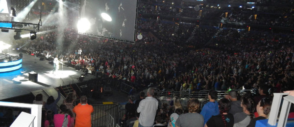 20,000 people packed into the forum for the concert