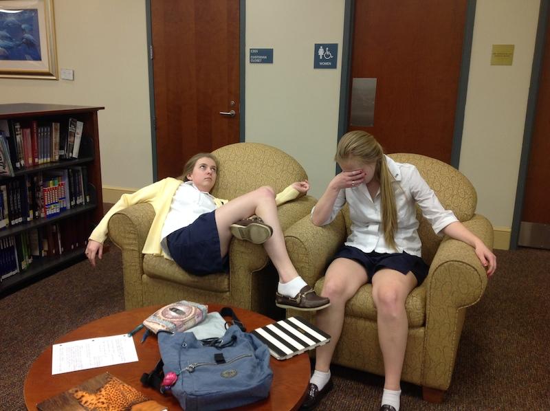 Seniors+Lauren+Rabb+and+Kate+Huete+exhibit+how+they+feel+during+exam+week.+
