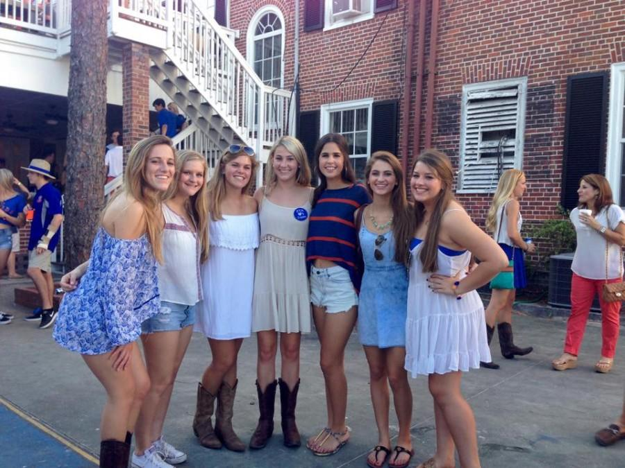 Hadley Chillura, Rebecca Castellana, Lindsay Boos, Isabella Alfonso, Carolina Oliva, and Jackie Joyce visit Claire Lamoureux ('14) at University of Florida