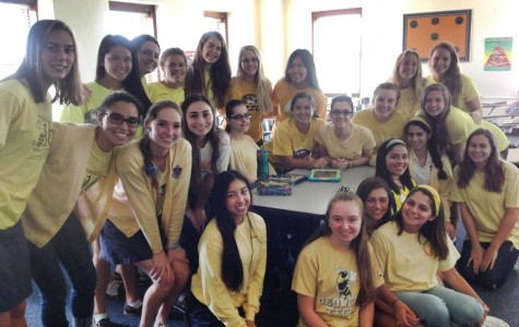 Seniors posing for picture to show off their support for the go gold dress down day