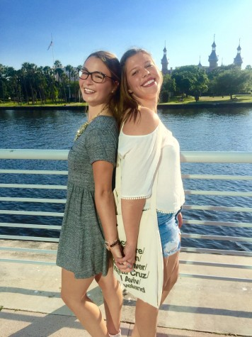 (Photo credit: Ronnie Fair) Seniors Julia Difabrizio and Ronnie Fair spend a Sunday downtown to explore the Riverwalk and have brunch at Oxford Exchange.