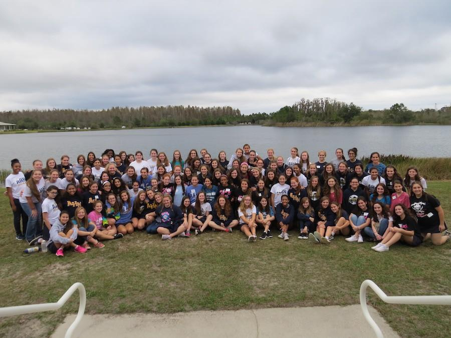 The freshman class of 2019 at the end of their freshman retreat.