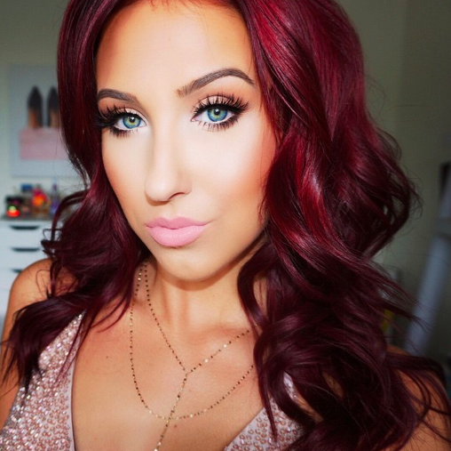 Jaclyn Hill looking fabulous in her twitter profile picture! (@JaclynHill)