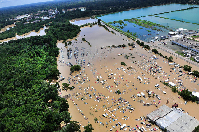 A+view+from+an+MH-65+Dolphin+helicopter+shows+flooding+and+devastation+in+Baton+Rouge%2C+Louisiana%2C+15+August+2016%2C+where+service+members+have+rescued+residents+and+provided+relief.%0ACredit%3A+Courtesy+of+United+States+Coast+Guard%2FMelissa+Leake%2FFlikr