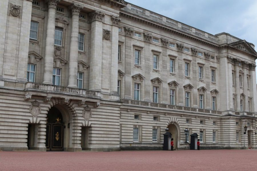 Buckingham+Palace+was+built+in+1705+and+now+has+755+rooms%2C+including+188+staff+bedrooms%2C+92+offices%2C+78+bathrooms%2C+52+royal+and+guest+bedrooms%2C+and+19+state+rooms.%0A