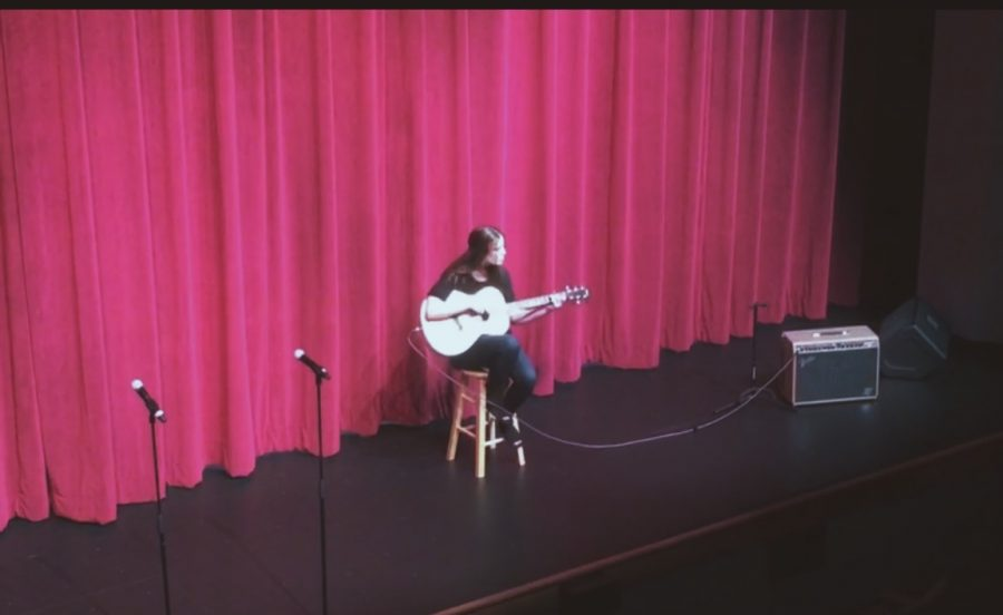 Peyton Finn singing at Unplugged Vocal Performances. Photo Credit: Molly LeePack/ Achona Online