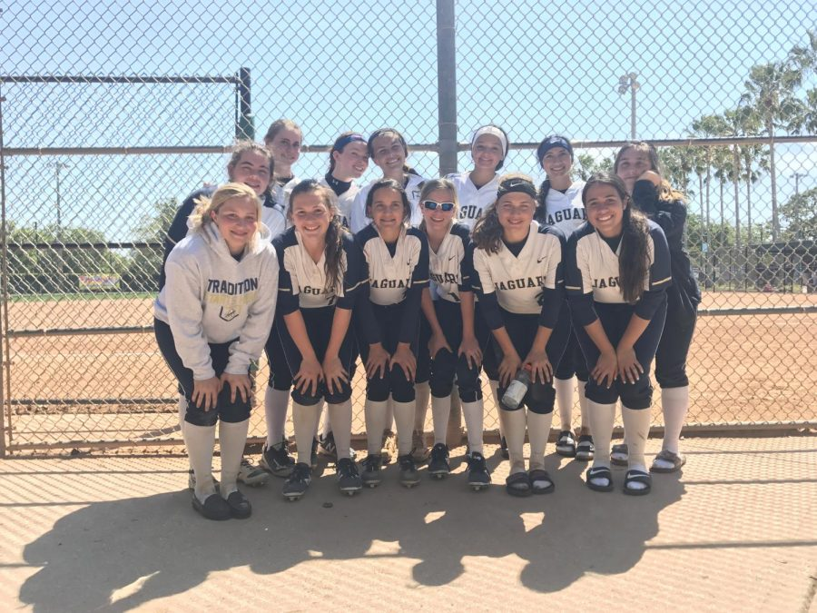 Softball+currently+has+an+undefeated+district+record+of+7-0.+Photo+Credit%3A+Alexis+Alvarez%2F+Achona+Online