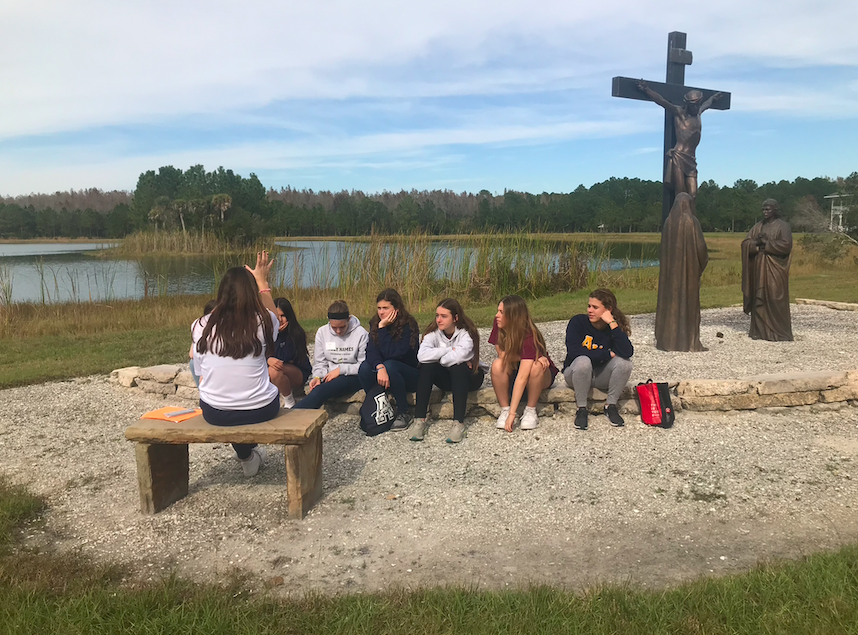 After Kivenas's talk about strengthening your faith, small groups met to discuss the talk.