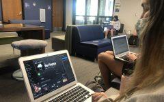 Kaitlin Mchugh ('23) listens to Dixie D'amelio's song