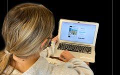 Rosie Mele (23) logs onto instagram to keep up with her favorite celebrities. (Ellie Martinez/Achona Online)